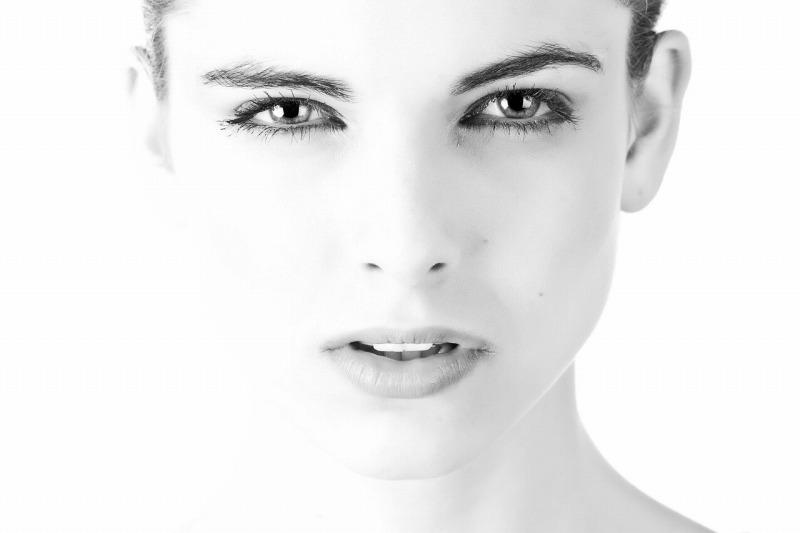 眼輪筋を鍛える美顔器でたるみやシワを解消!目元ケアで10倍若返る?