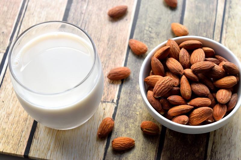 アーモンドミルクダイエットのメリットとデメリット!豆乳と牛乳との比較で効果を見極めよう!