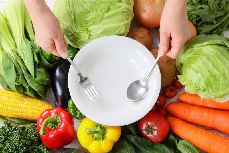 野菜スティックで噛む回数を増やして食べすぎを防止する!