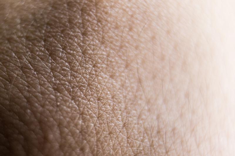 ホホバオイルは毛穴に詰まった角栓や黒ずみに効果あるの?