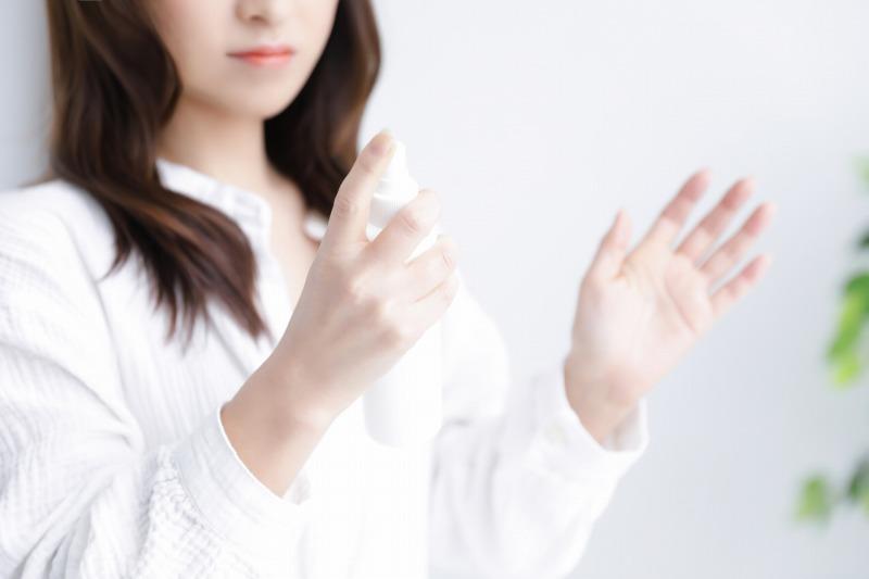 スプレー洗顔で皮脂やメイクの残りを乳化させて落とす方法