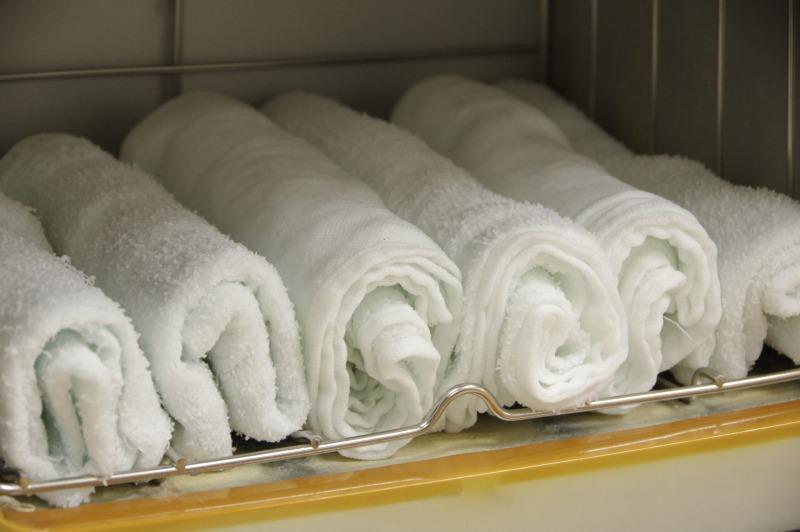 【簡単】なぜ蒸しタオルで毛穴が開かない?原因と開かずに毛穴をキレイにする3つの方法!