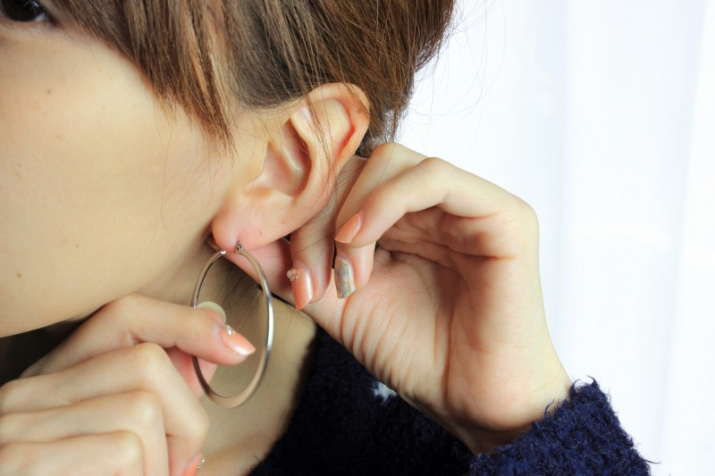 美顔器のヘッド部分には金属が使われているため金属アレルギーの方はシリコンヘッドを採用している美顔器を使用しましょう。
