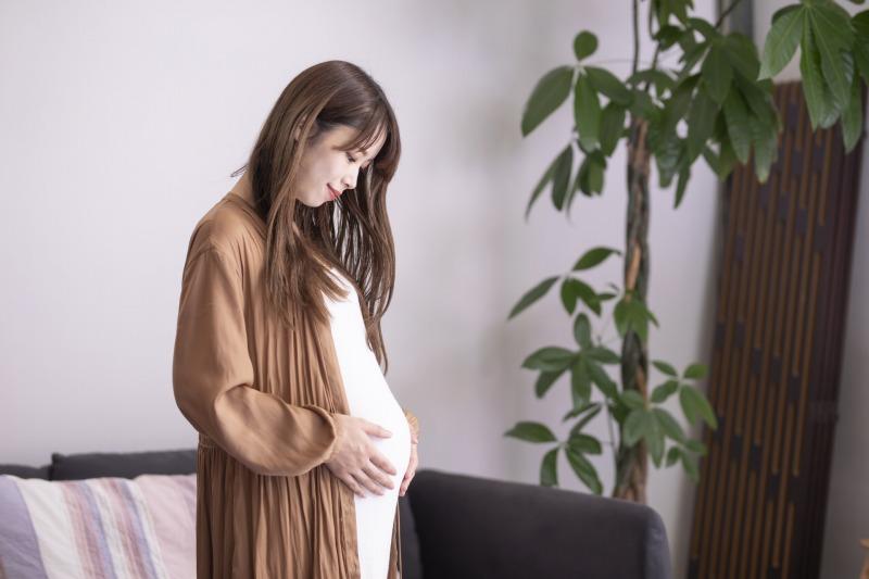 妊娠中や産後はホルモンバランスが崩れるため肌荒れを起こしやすい状態になっているため美顔器を使ってはいけません。